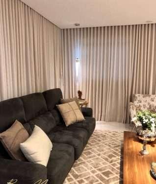 Como decorar sofá com mantas e almofadas?